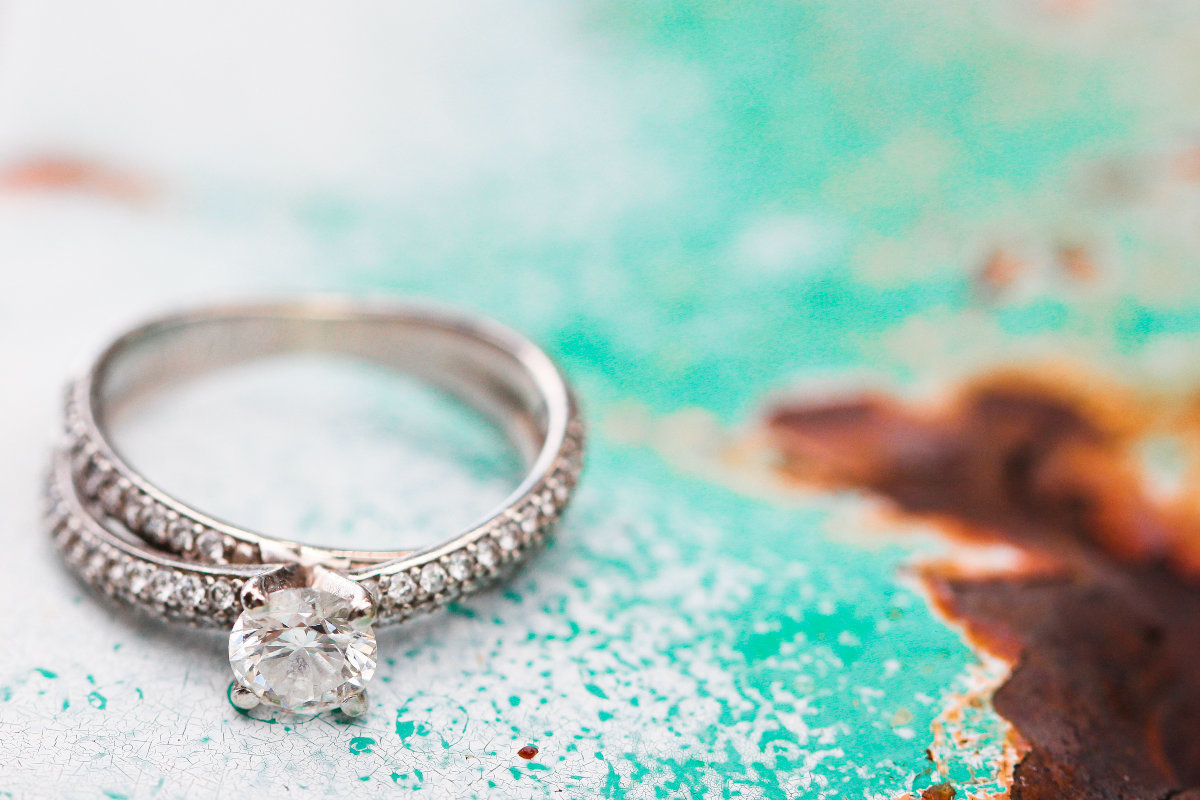unique-wedding-ring-photography