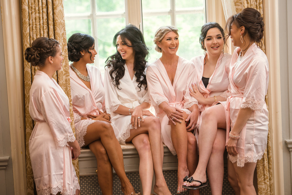 Bridesmaids getting ready at Glen Cove Mansion