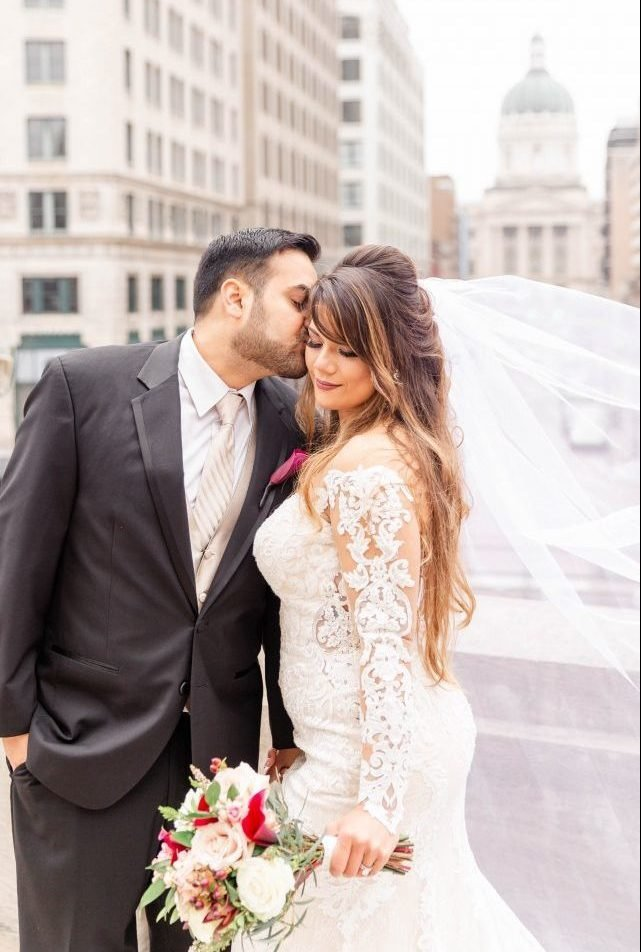 Downtown-Indianapolis-Wedding-Monument-Circle-46-e1552923600136