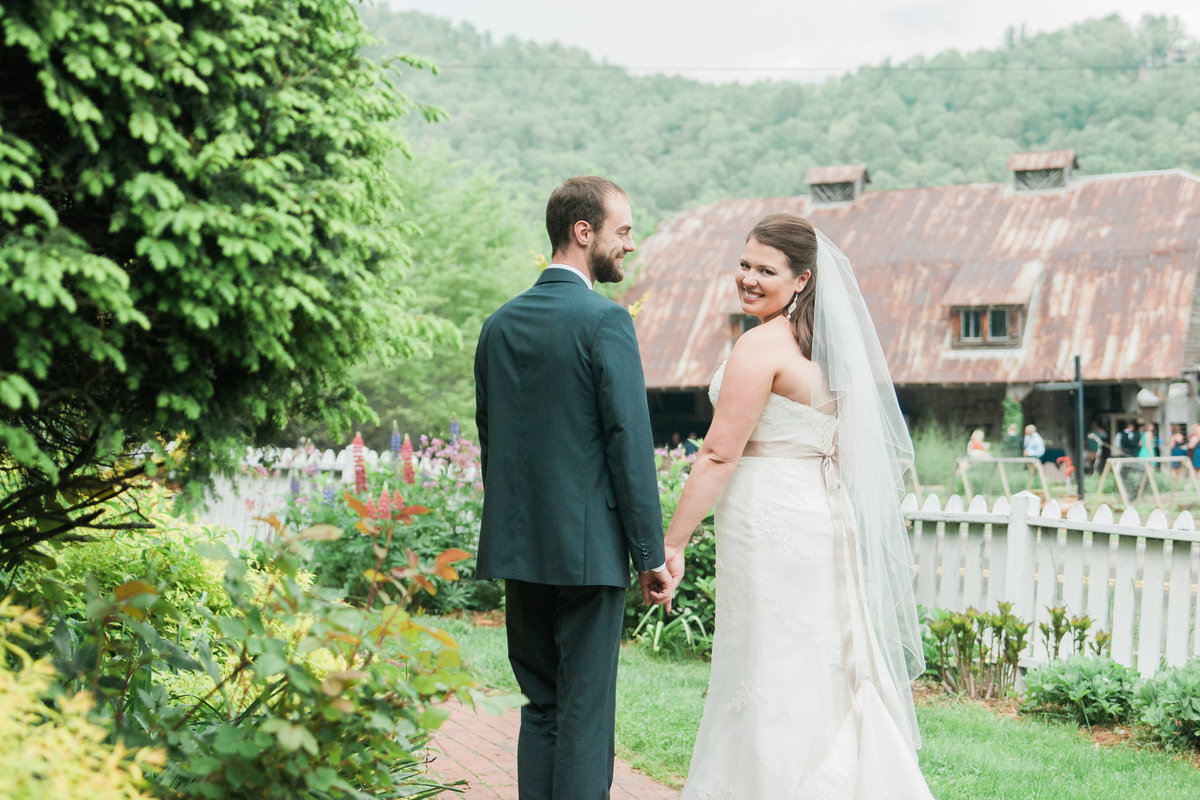 Rustic-Chic-Mast-Farm-Wedding-Photos-Boone-Photographer (27)