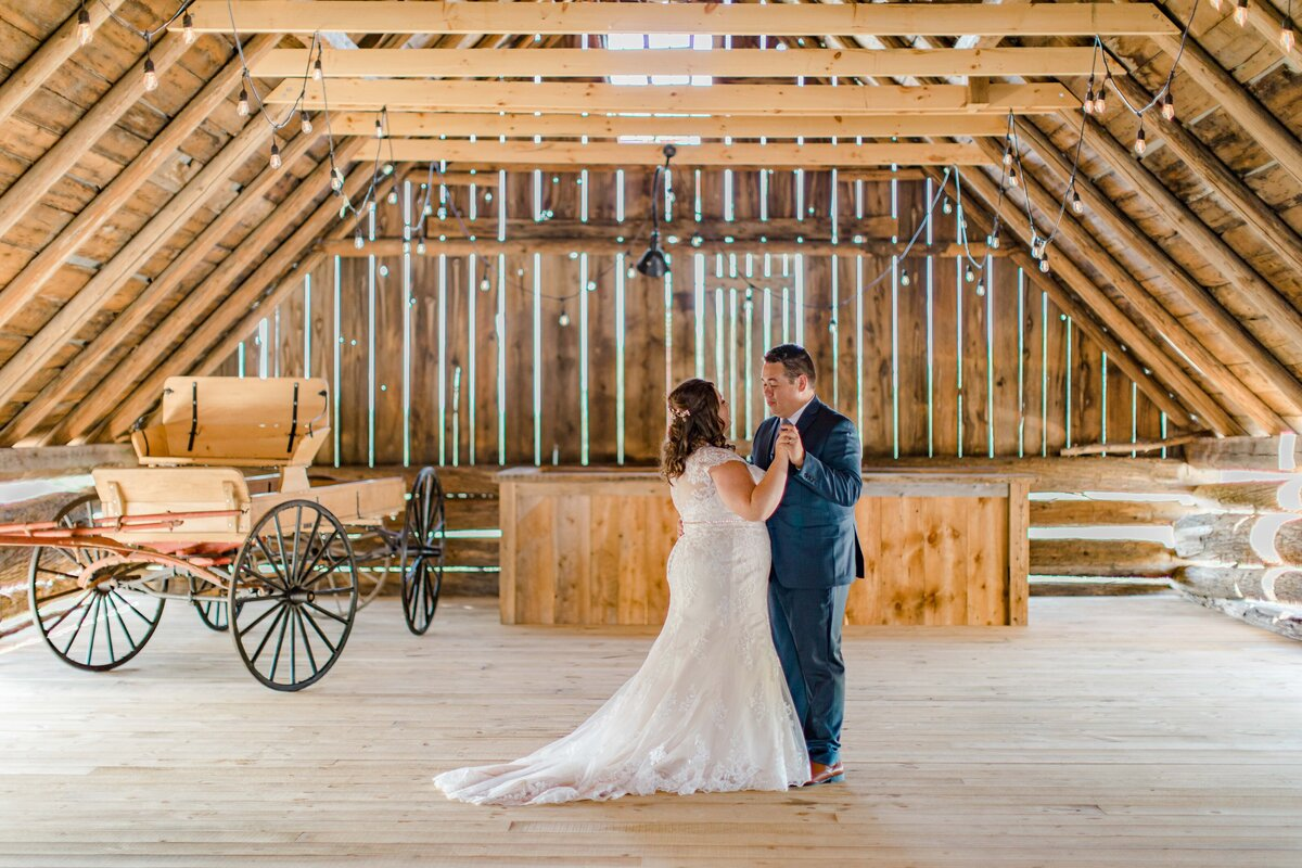 laura-ben-campbell-farm-white-lake-wedding-grey-loft-studio-2020-127
