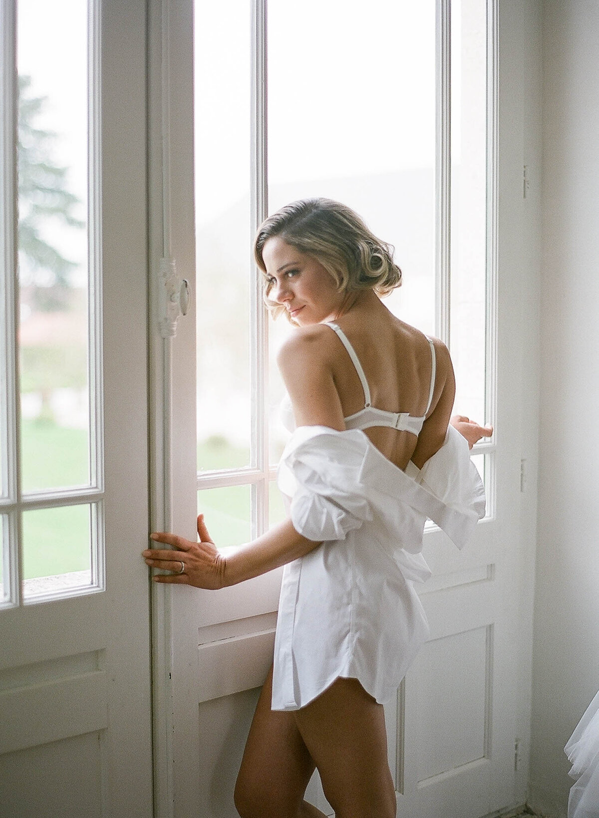 chateau-de-varennes-boudoir-wedding-couple-11