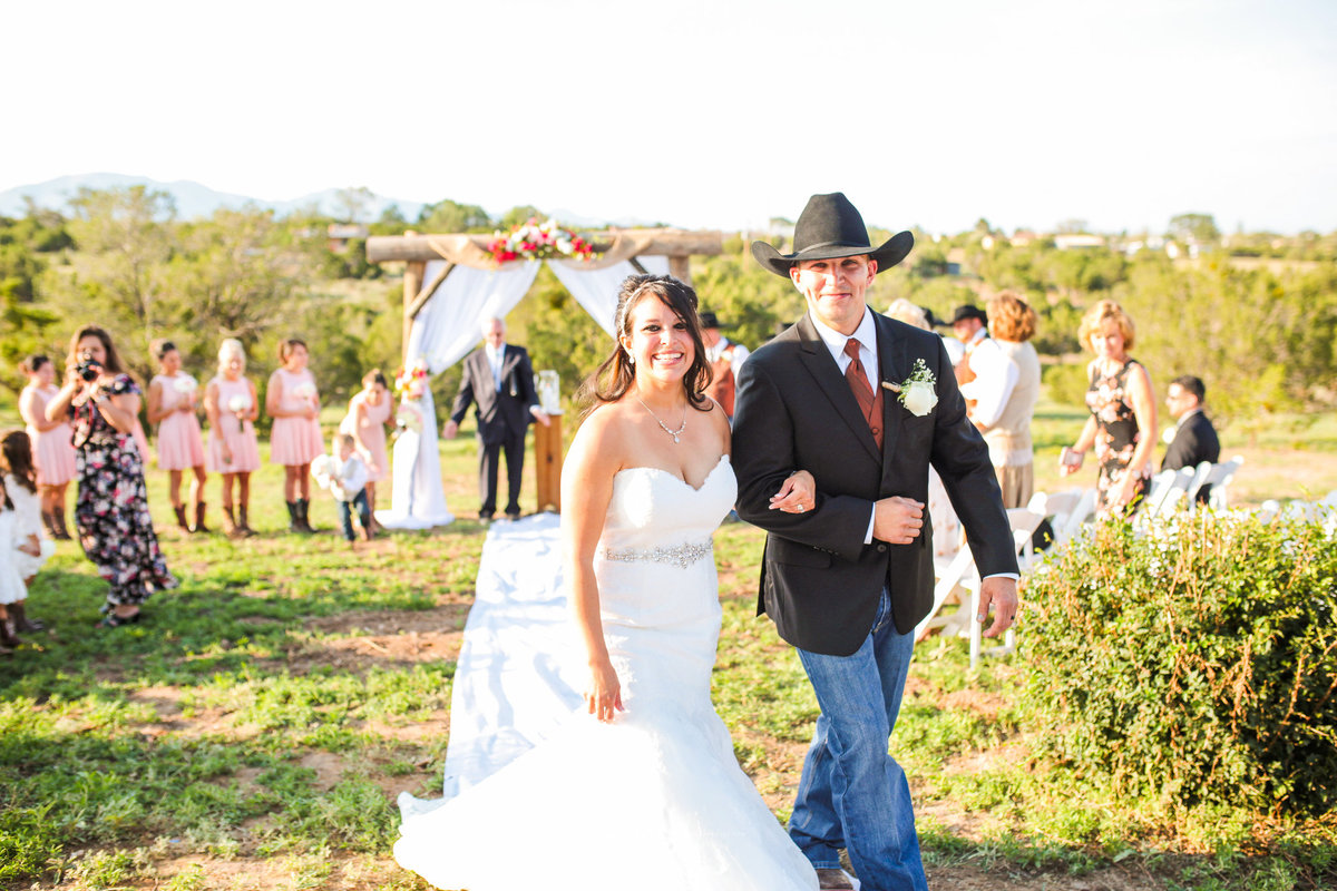 Edgewood-New-Mexico_Country-Wedding-Photographer_www.tylerbrooke.com_Kate-Kauffman-14-of-35(pp_w2052_h1368)