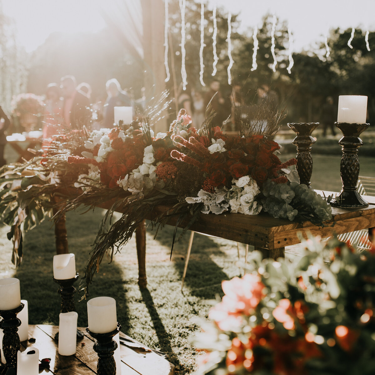 flowers-outdoor-wedding-party