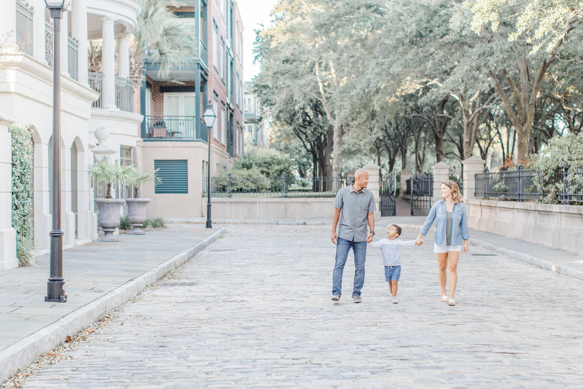 Downtown-Charleston-Family-Photos-Laura-Ryan-Photography-12