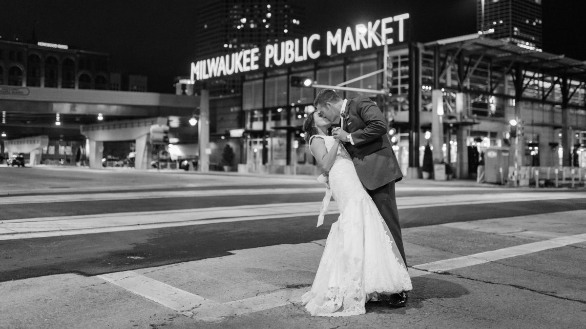 modern-milwaukee-wedding-the-paper-elephant-154