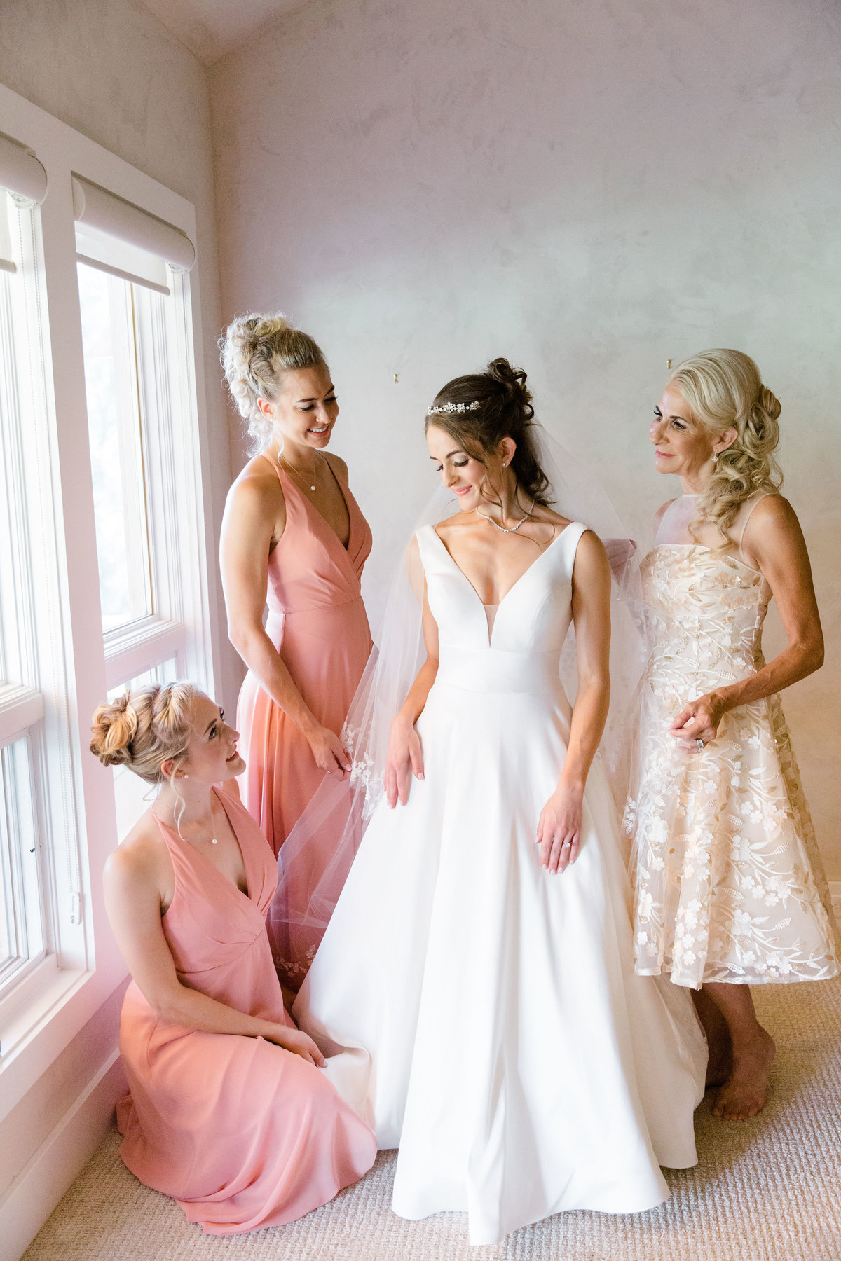 Bride with bridesmaids in bridal suite at Castle Pines Golf Club