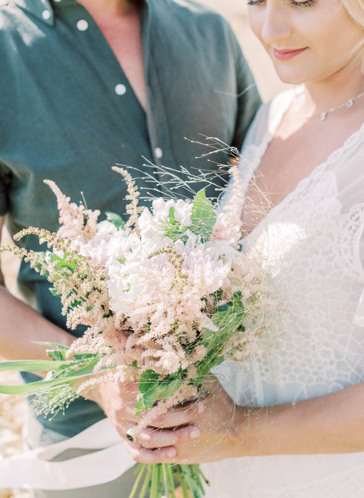 wedding photographer stockholm helloalora engagement shoot summer bouquet