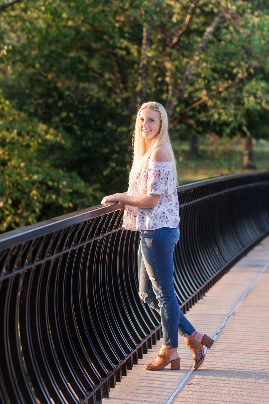 L Photographie high school senior photos fall Forest Park 38