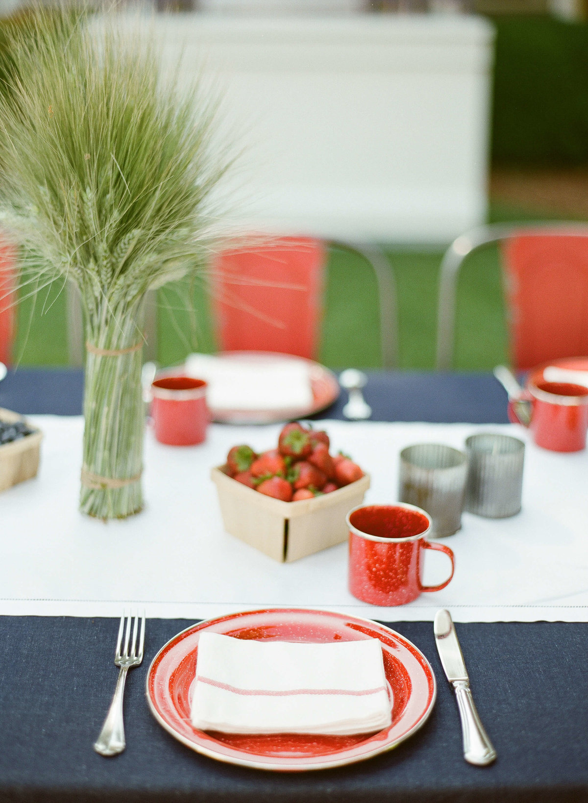 8-KTMerry-wedding-photography-Americana-table-setting-NapaValley