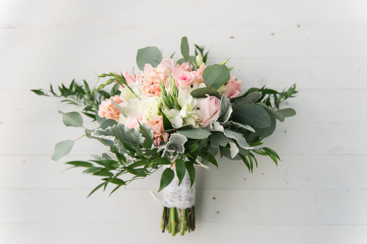 blush-bouquet-carolina-wedding-photographer-1