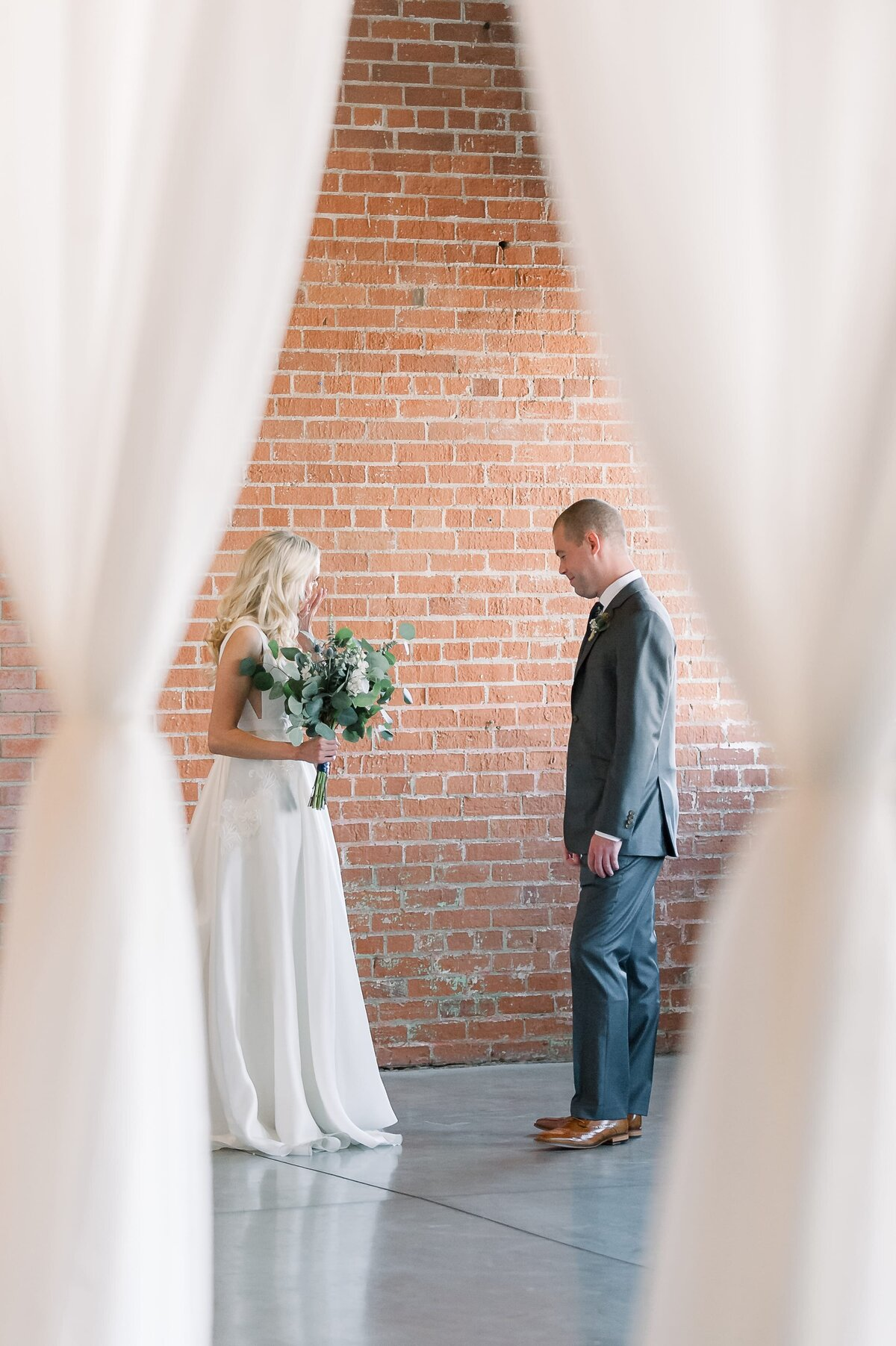 Warehouse-215-wedding-by-Leslie-Ann-Photography-00017