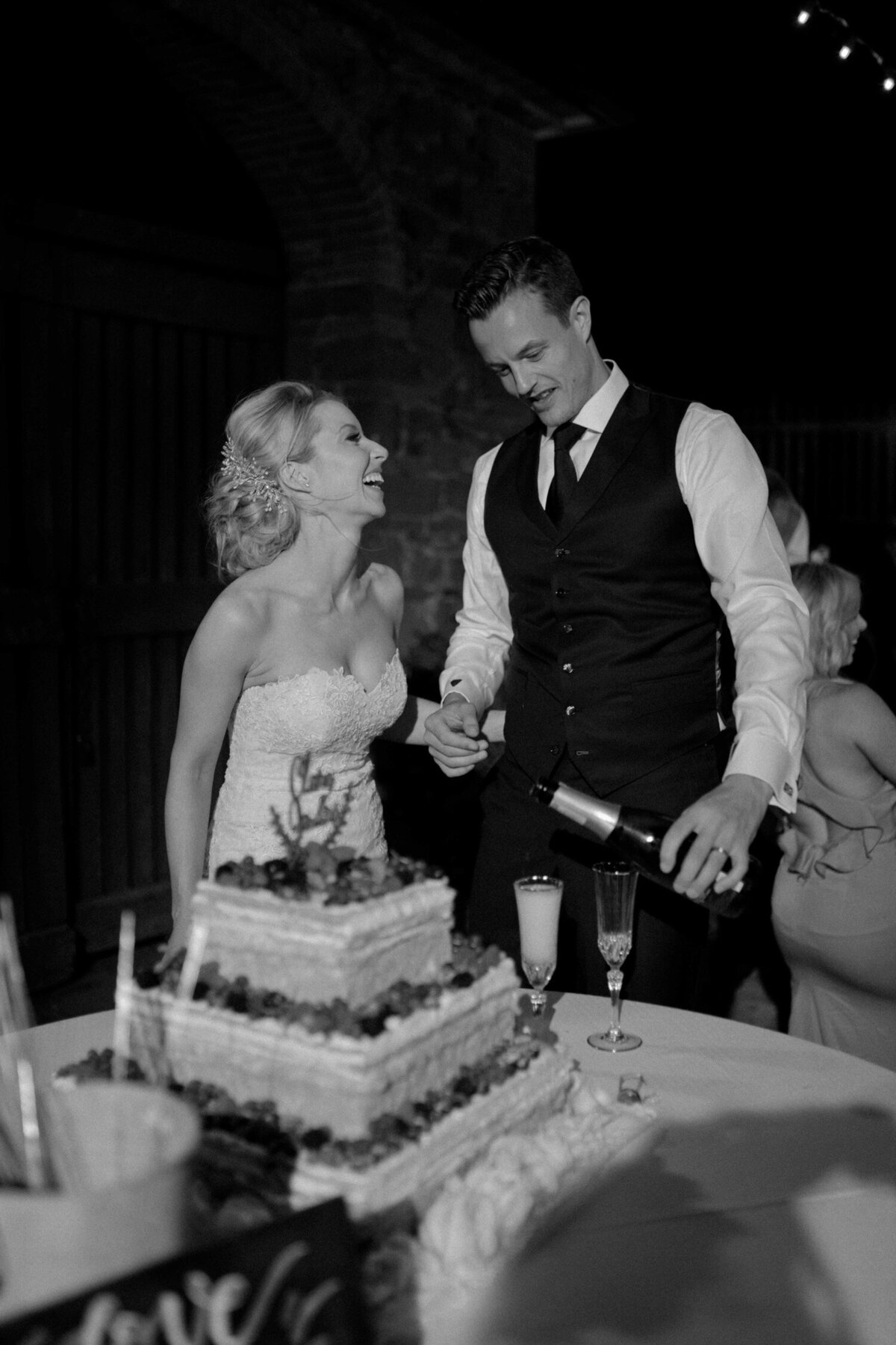 180_Tuscany_Luxury_Wedding_Photographer (197 von 215)_So thankful to be a luxury destination wedding photographer in Tuscany! Claire and James invited their beloved family & friends from London to their luxury wedding in Tuscany.