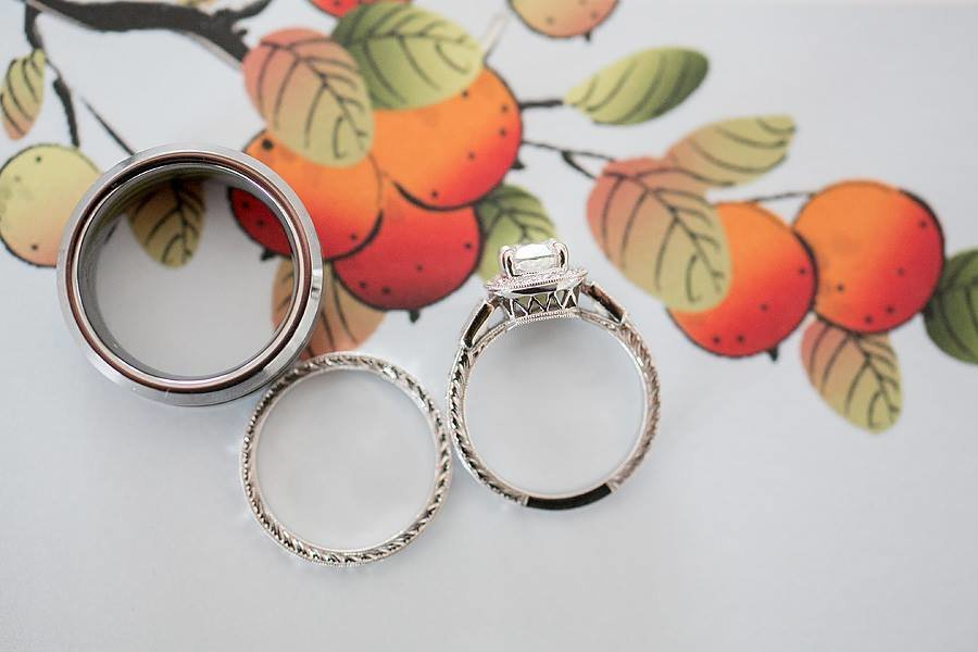 rings on citrus background