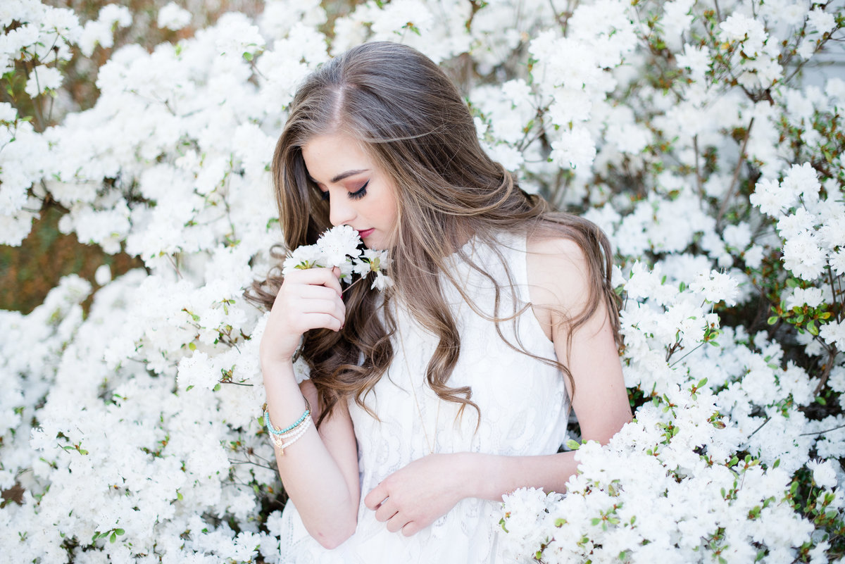 senior-girl-flowers