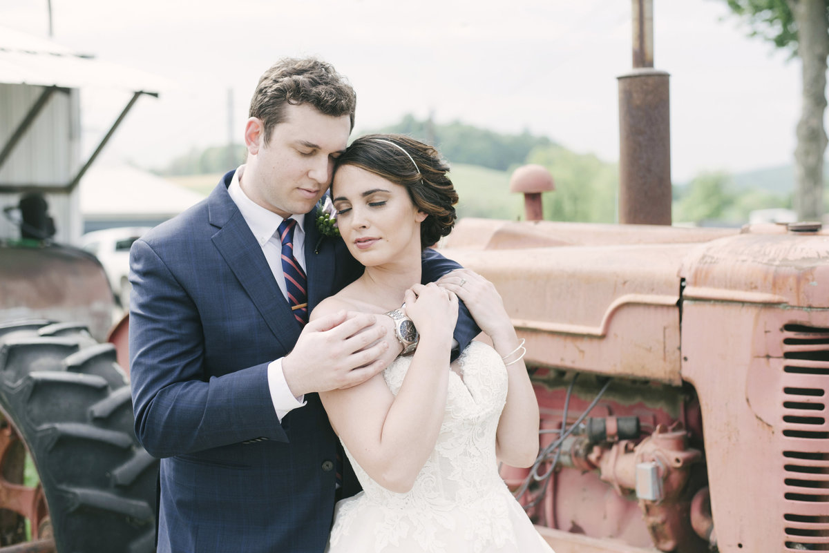 Monica-Relyea-Events-Alicia-King-Photography-Globe-Hill-Ronnybrook-Farm-Hudson-Valley-wedding-shoot-inspiration35
