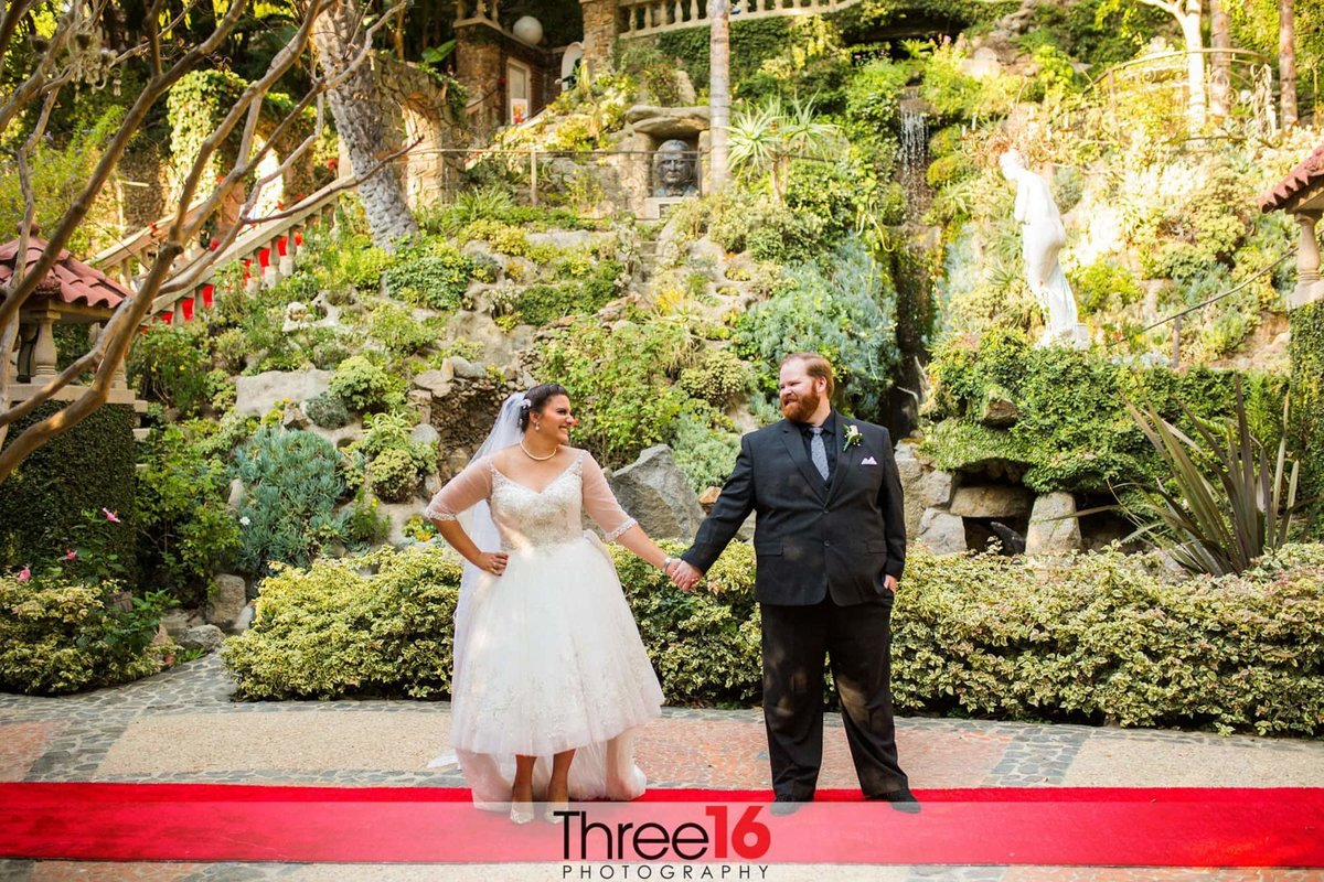 Bride and Groom pose on the red carpet at the Houdini Estates