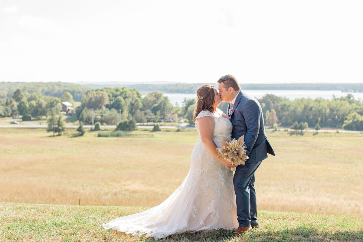 laura-ben-campbell-farm-white-lake-wedding-grey-loft-studio-2020-161
