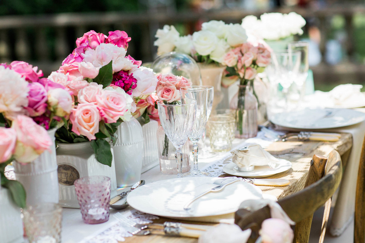 reception table decor photo