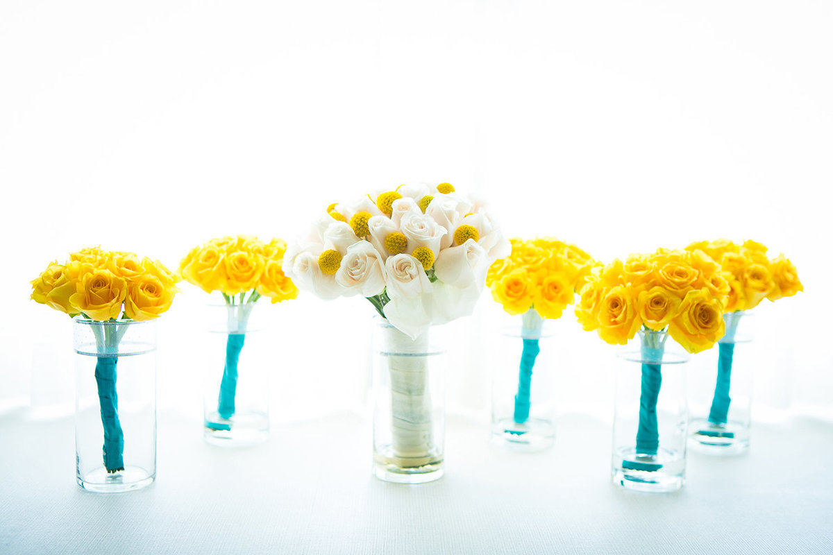 wedding photos beautiful flowers yellow and white