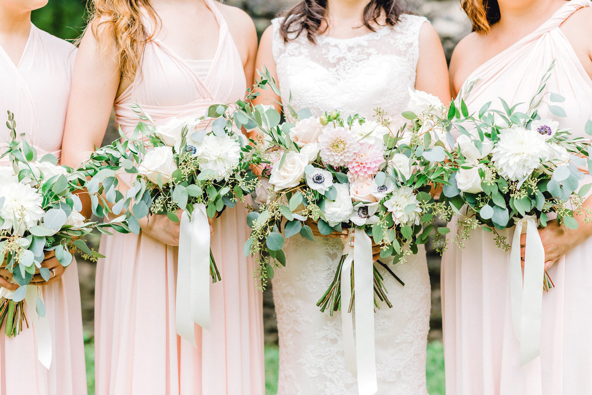 gorgeous wedding florals spring or summer