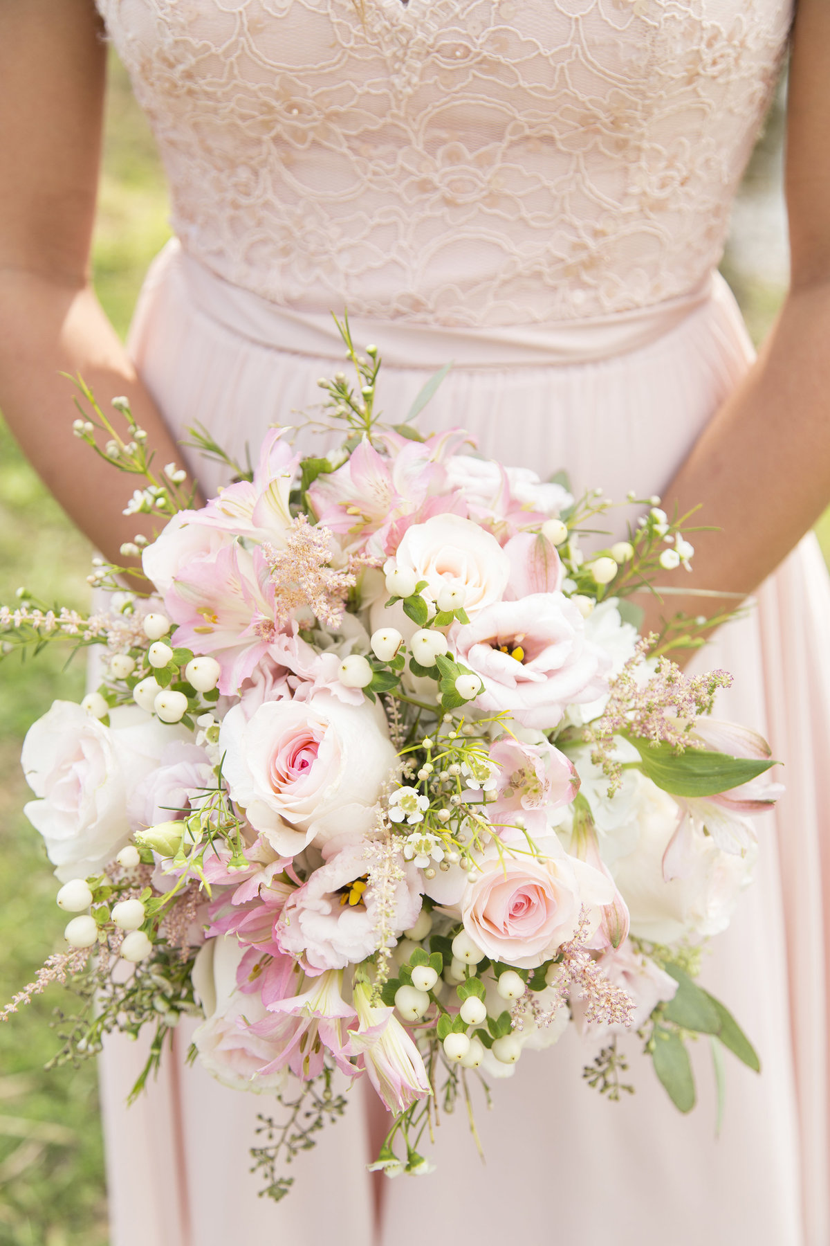 gorgeous bridesmaid flowers pink neenah wedding photography willow marie photography love your photographer