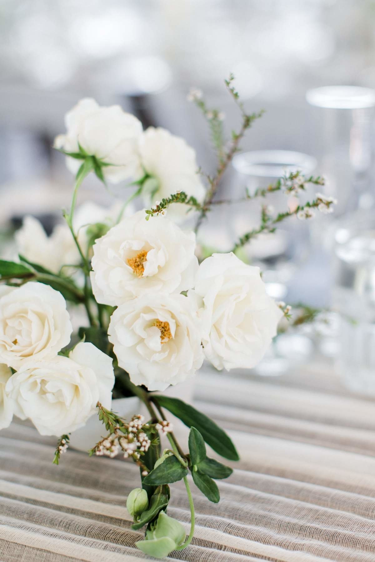 organic-white-wedding-centerpiece