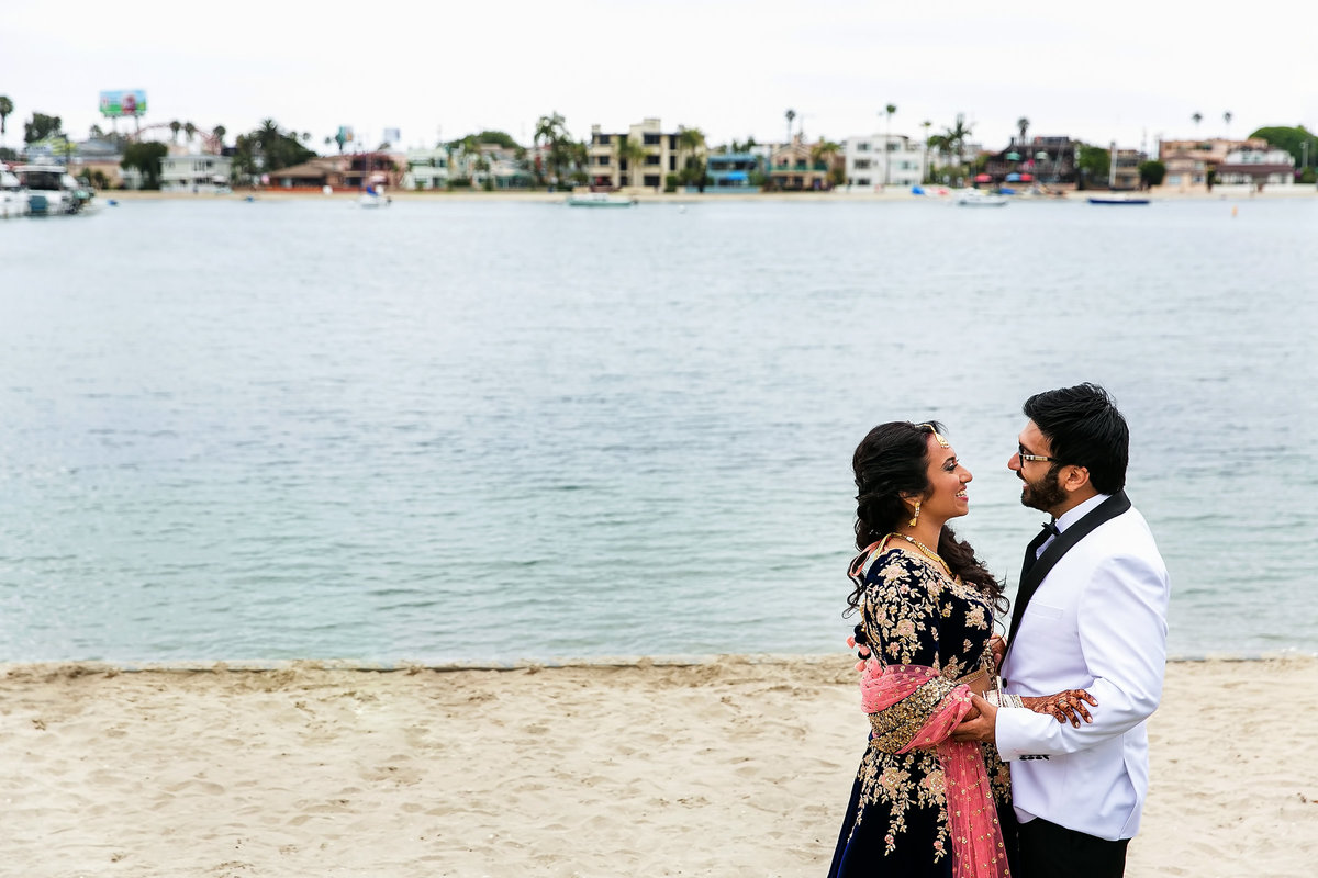 282-bahia-resort-hotel-san-diego-wedding-photos-supreeta-jay