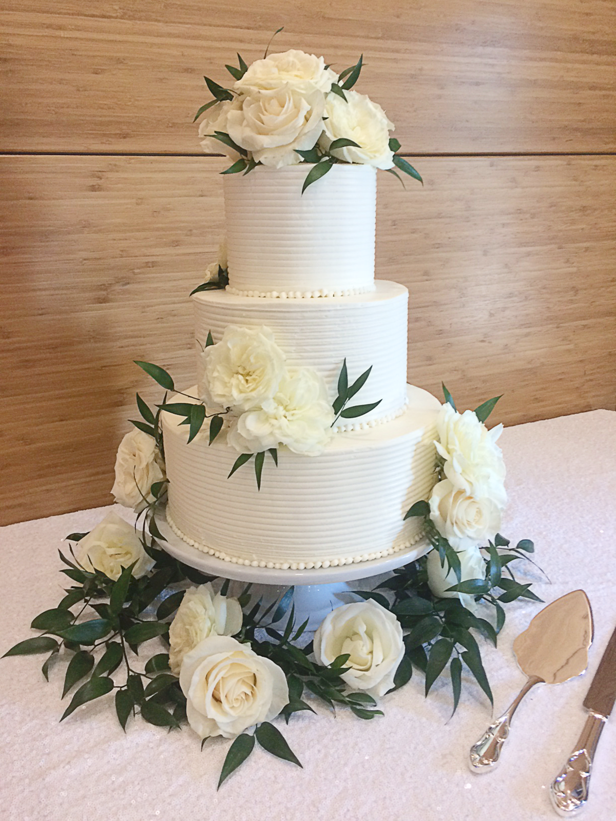 Whippt Desserts wedding cake June 2017 - Flowers courtesy of Dahlia