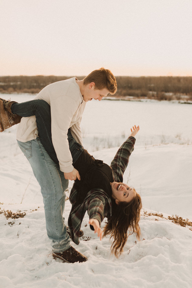 liv_hettinga_photography_saskatoon_winter_engagement-71