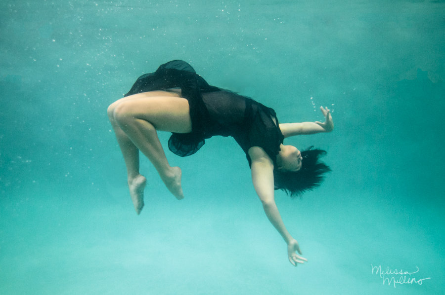 underwater-photography-dance-falling-portrait
