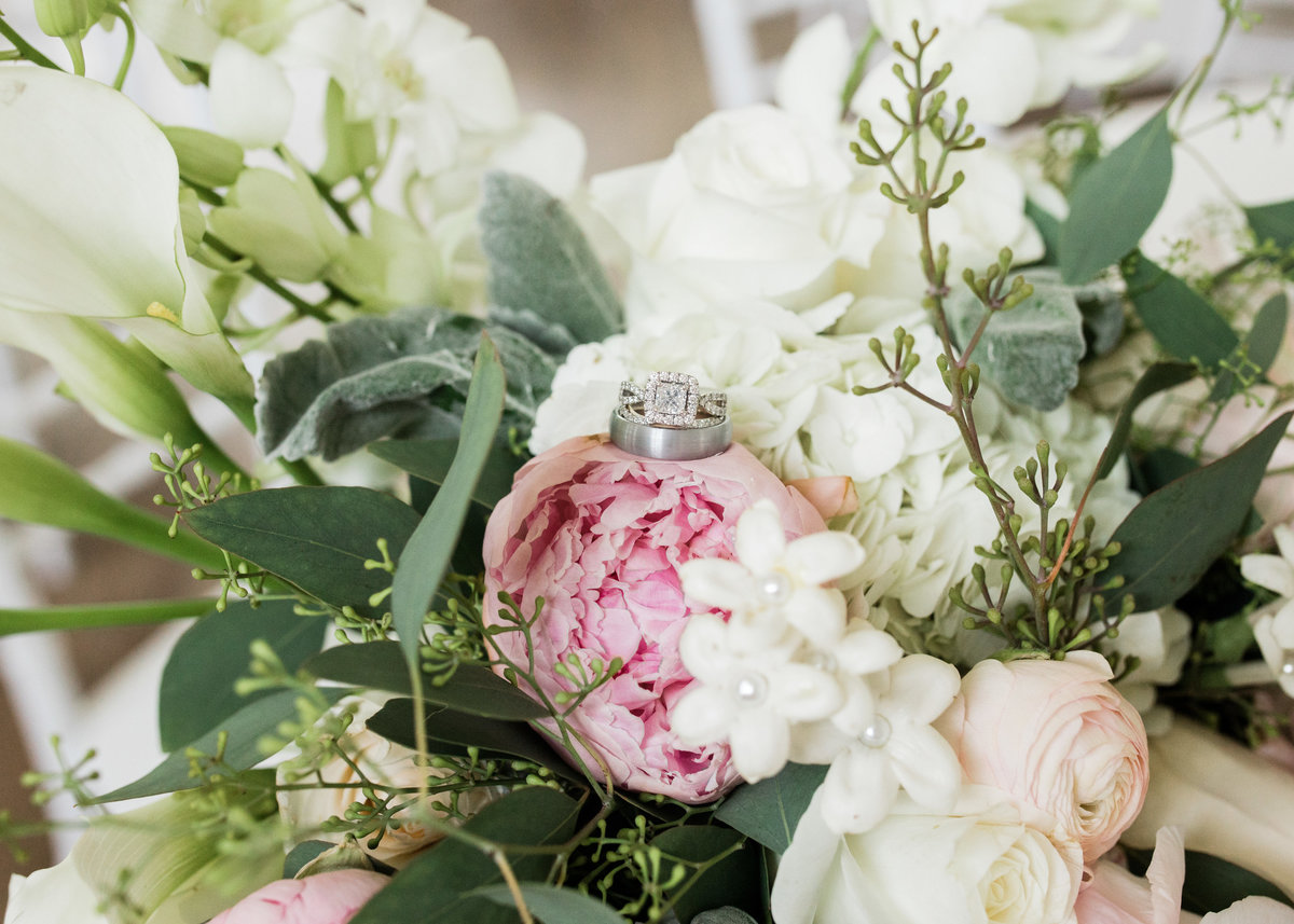 Wedding floral by Fairy Tale Florist in North Little Rock / Katie Childs Photo