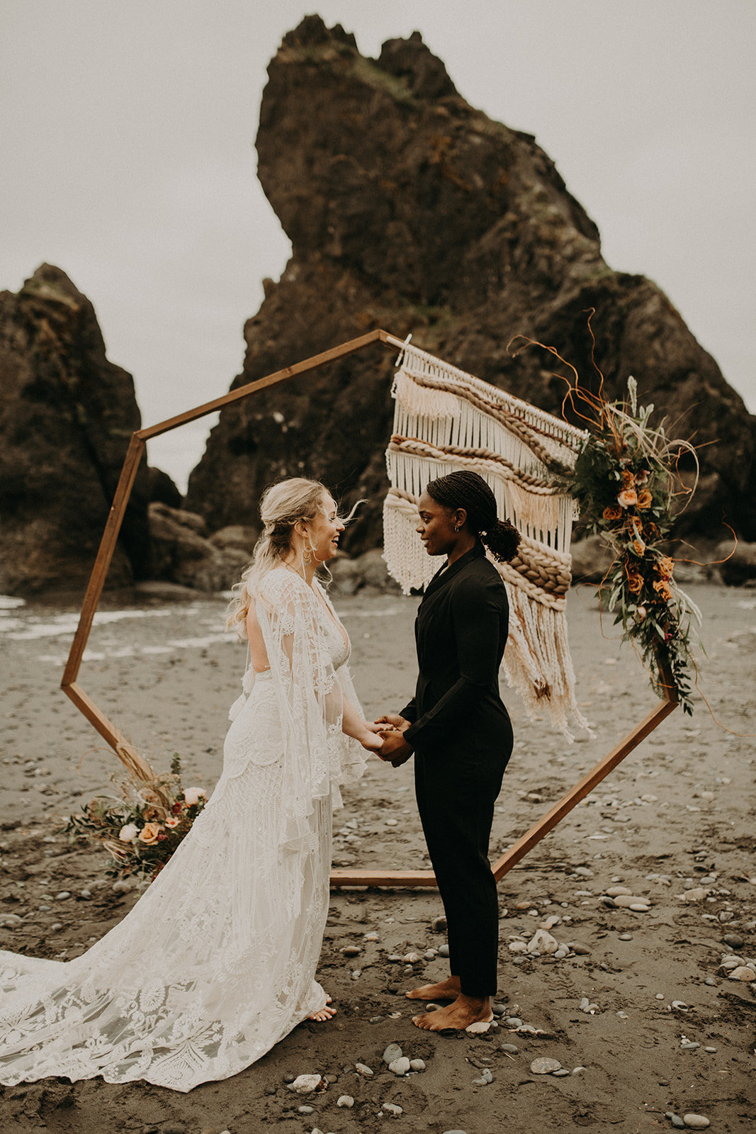 Ruby_Beach_Styled_Elopement_-_Run_Away_with_Me_Elopement_Collective_-_Kamra_Fuller_Photography_-_Ceremony-4