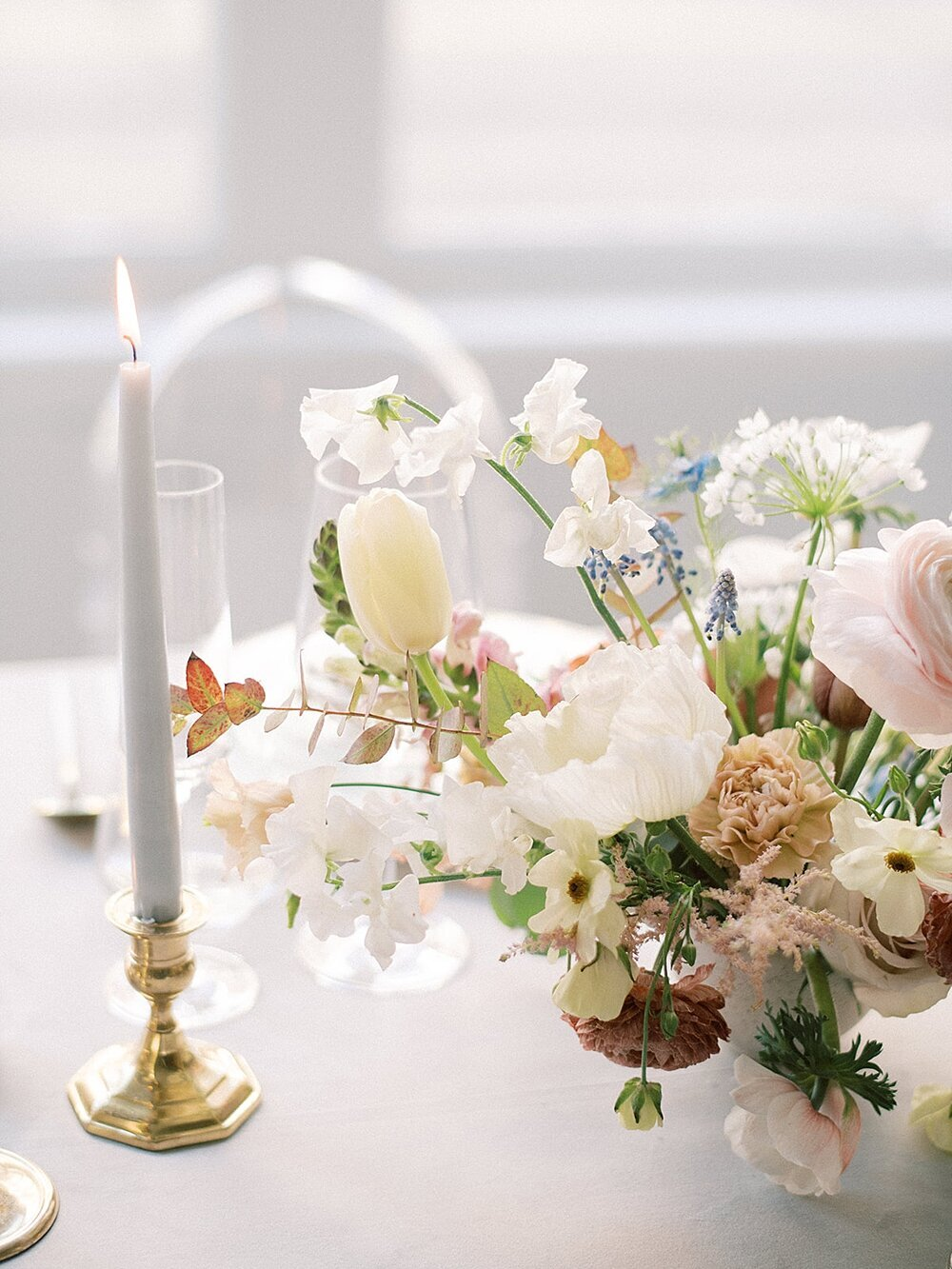Modern-love-event-leigh-and-mitchell-spring-wedding-reception-centerpices-sweetpeas-tulips-and-anemones