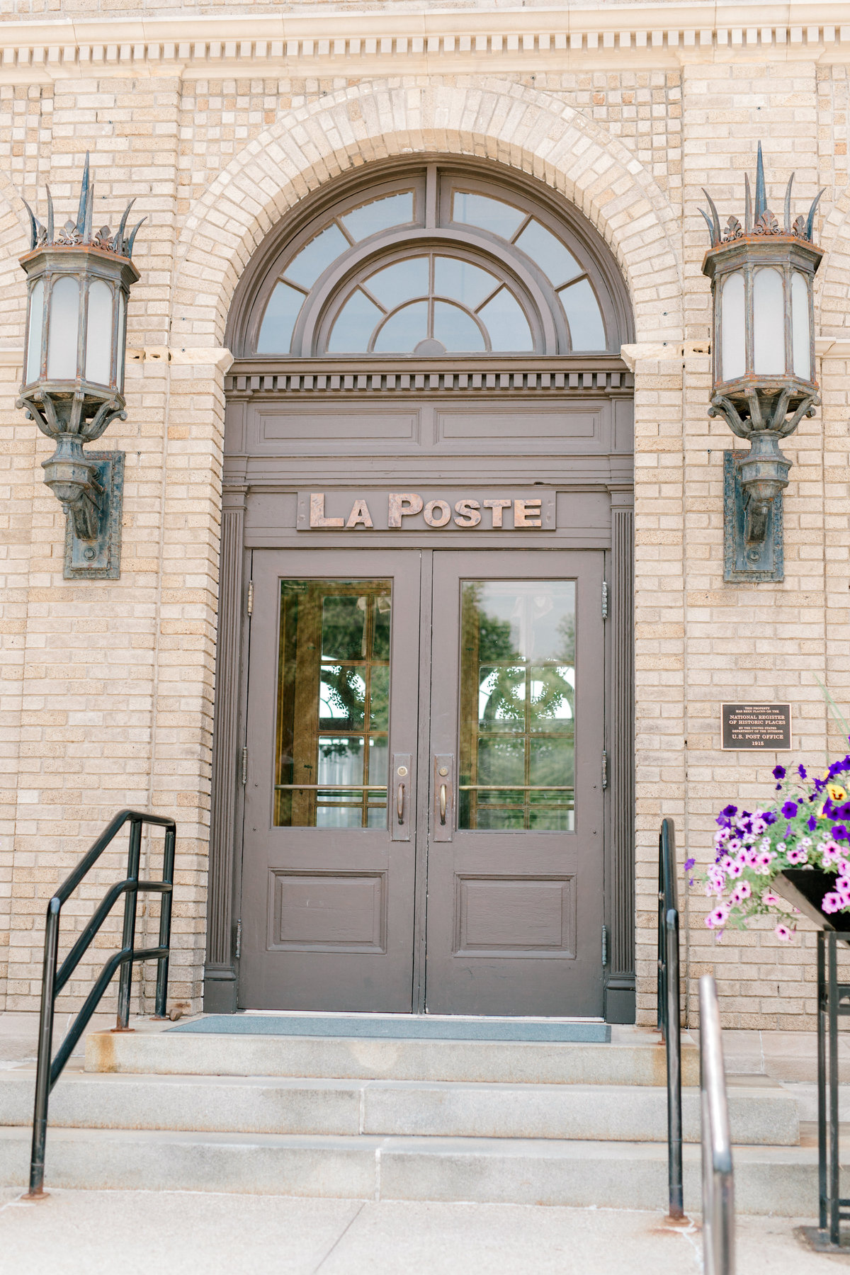 la poste perry iowa wedding photographer danielle+daniel-4273