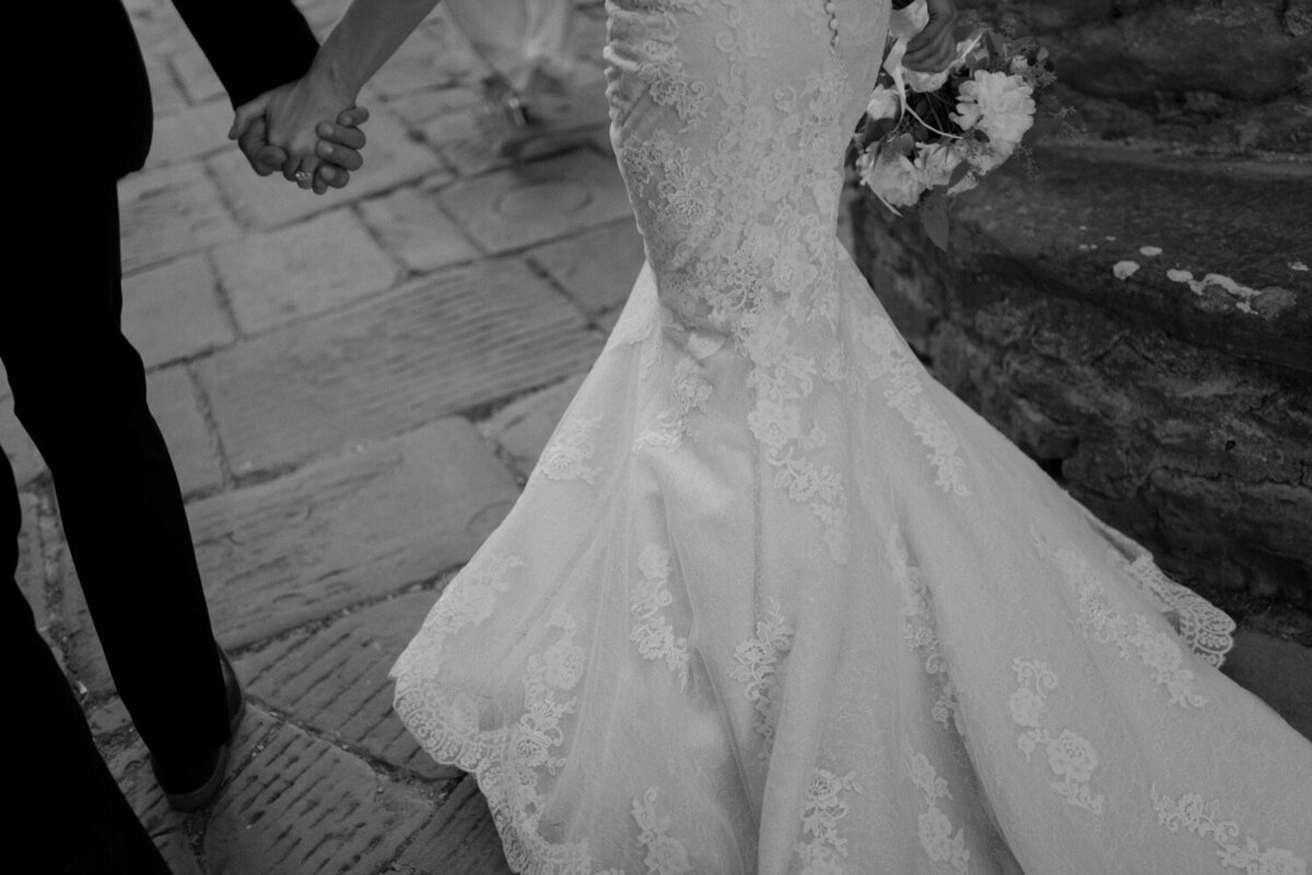 076_Tuscany_Luxury_Wedding_Photographer (128 von 215)_So thankful to be a luxury destination wedding photographer in Tuscany! Claire and James invited their beloved family & friends from London to their luxury wedding in Tuscany.