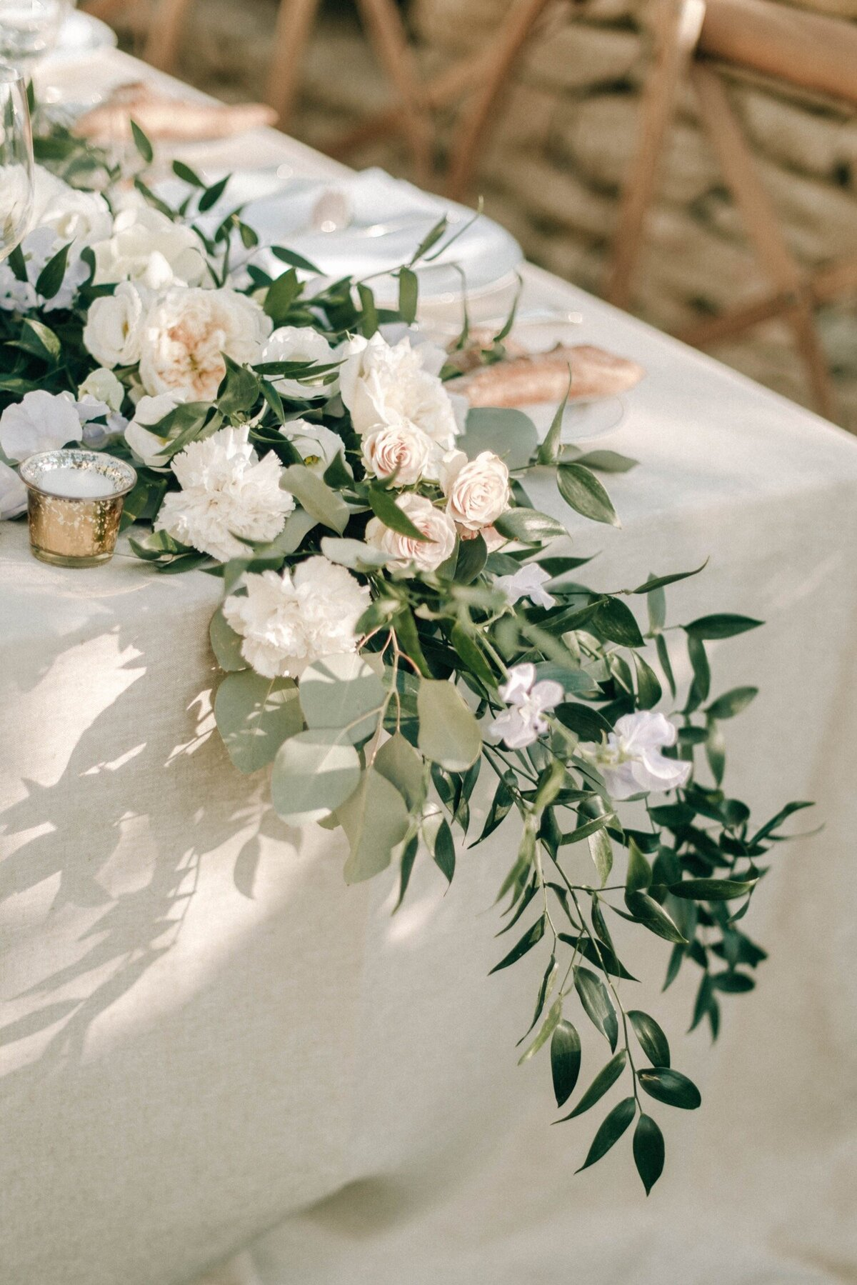 11_Bastide_de_Gordes_Luxury_Wedding_Photographer (1 von 1)-100_Flora and Grace is a luxury wedding photographer in France. Discover their fine art wedding photography at La Bastide de Gordes in Provence.
