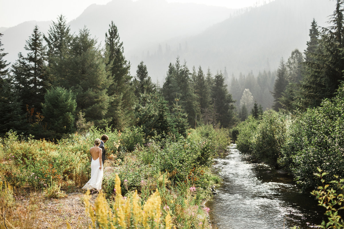 Snoqualmie-Pass-Elopement-Gold-Creek-Pond-89