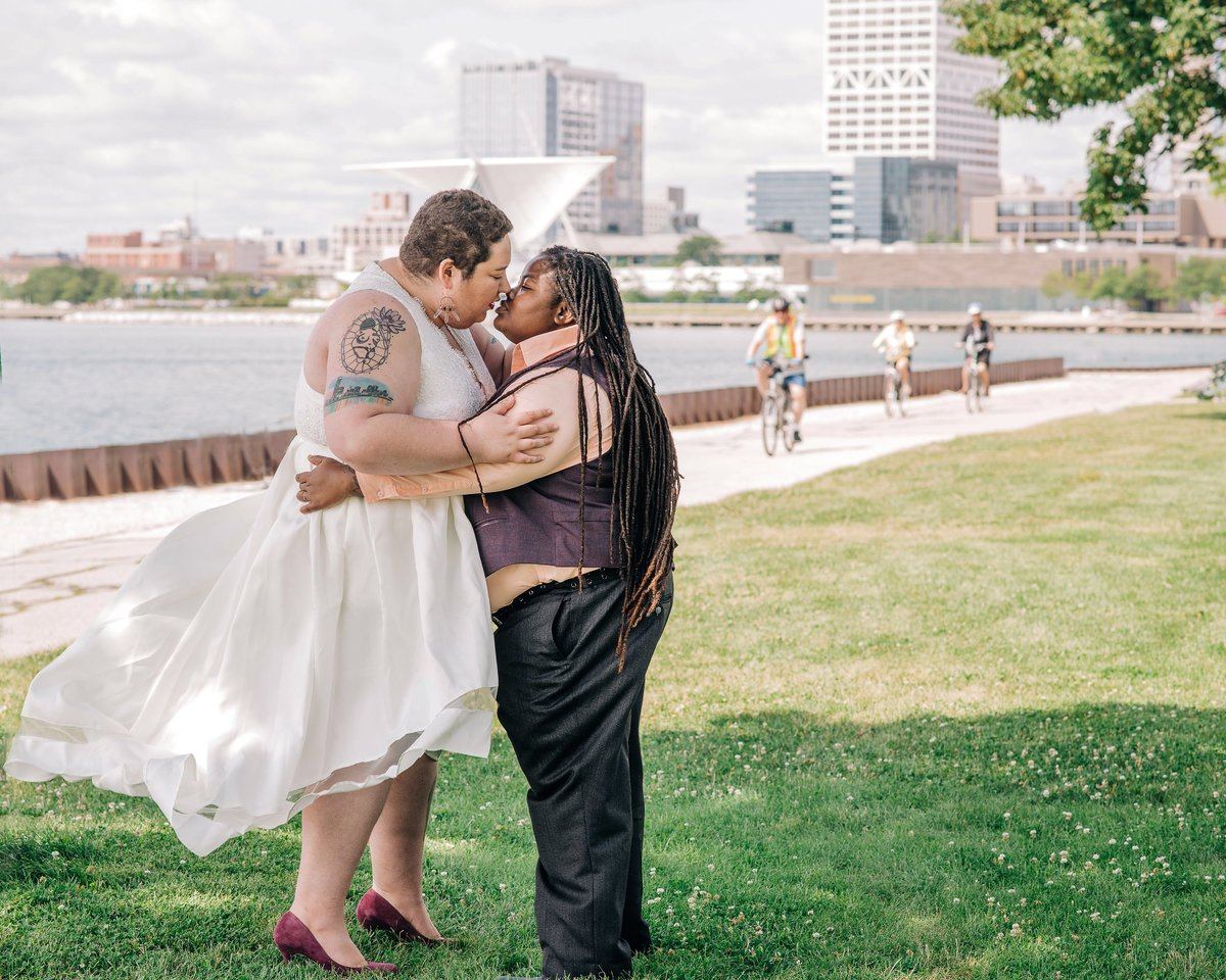 Couple kissing Milwaukee WI, Madison WI, McKenna Patterson Photography