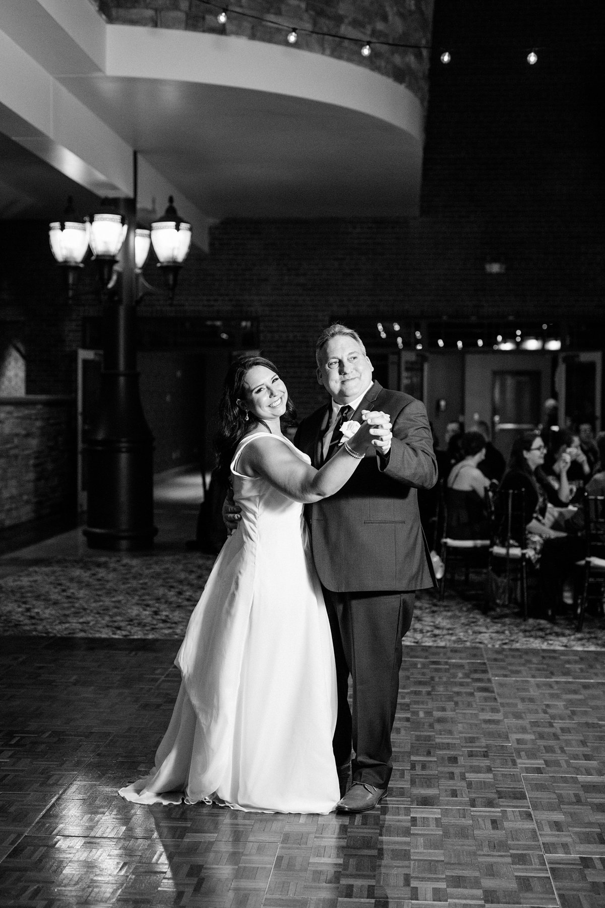 Rachel-Matt-Inn-at-St-Johns-Wedding-Michigan-Breanne-Rochelle-Photography147