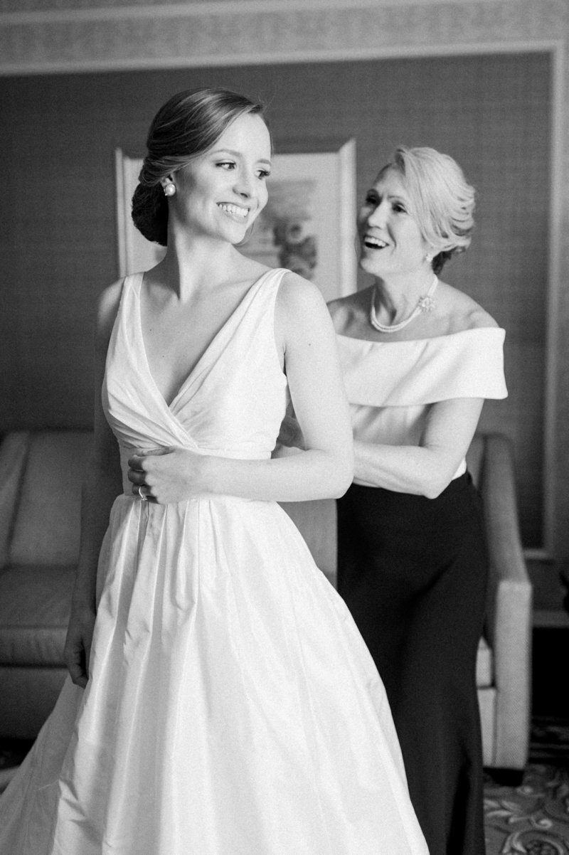 mother-helping-bride-dress-the-willard-dc-liz-fogarty