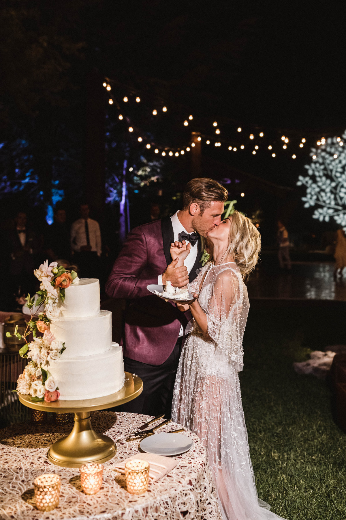 JB Wedding - CAKE KISS - sarah-falugo-julianne-hough-brooks-laich-wedding-4156