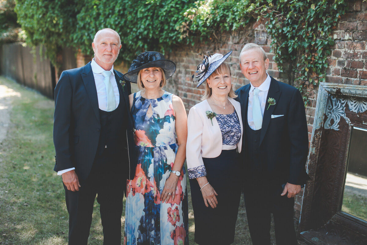 GAYNES-PARK-BARN-WEDDING-ESSEX-0022