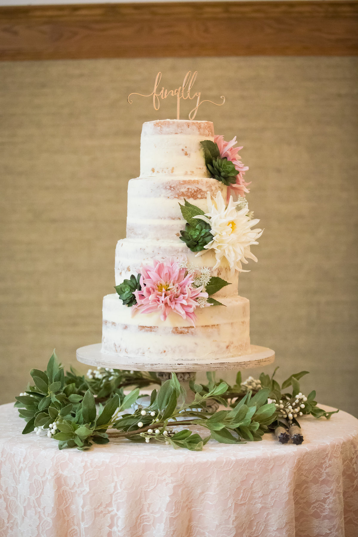 Jackson Hole, Wyoming, Teton Valley, Driggs, Idaho, wedding photographer, wedding cake, vanilla cake, wedding reception