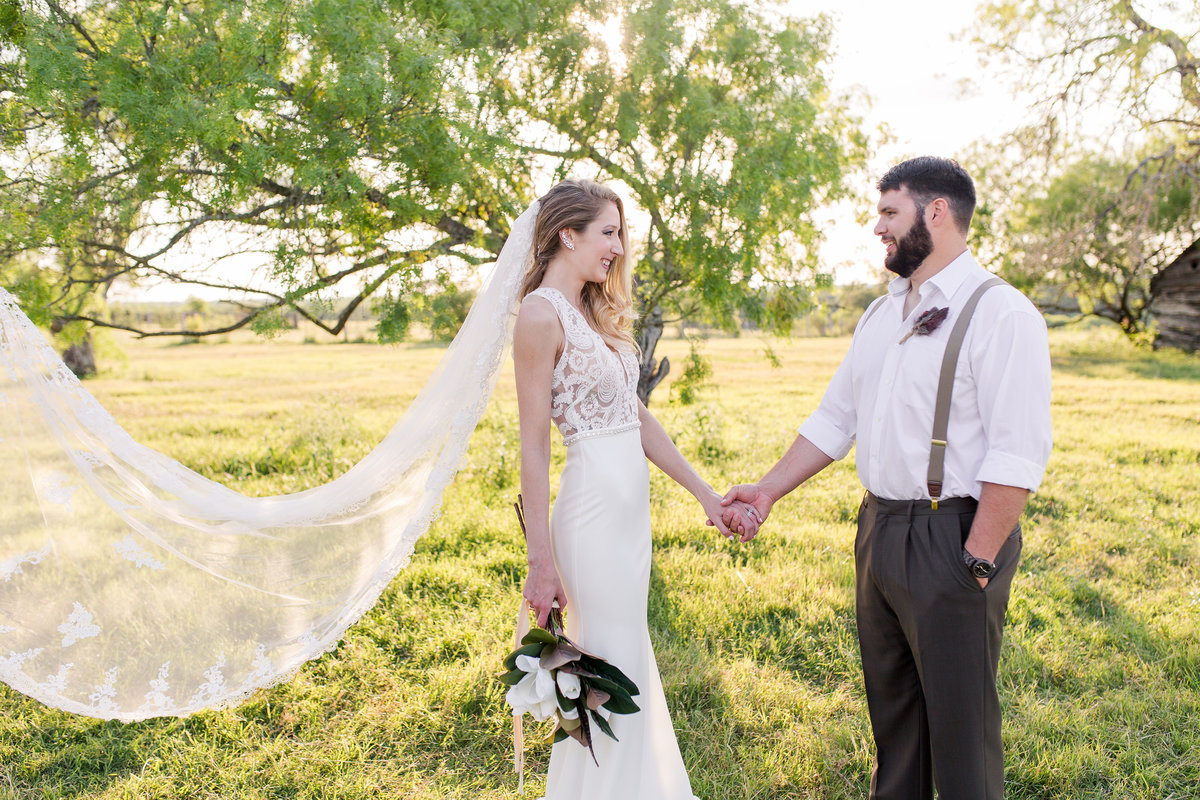 CedarCreekTexas-Wedding-Featured