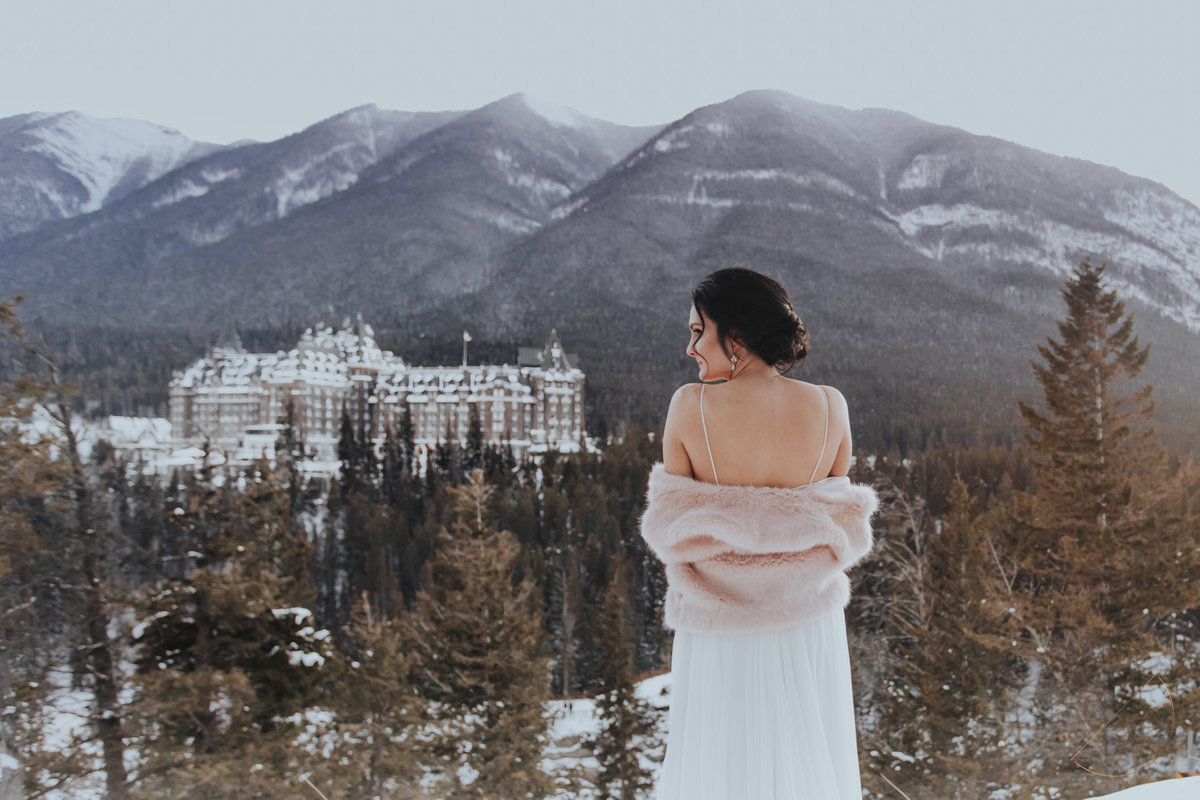bridal portrait at Surprise Corner in Banff National Park, overlooking the Fairmont Banff Springs hotel, photo captured by Lindsay Copeland of Twenty Twenty Photography