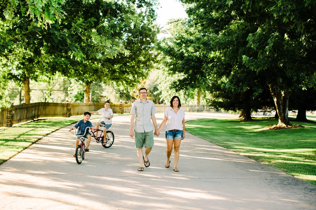 family bike riding photos