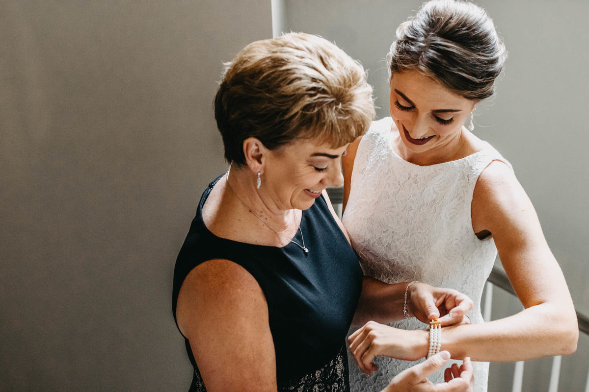 mother-and-daughter-wedding-day-photo-candid