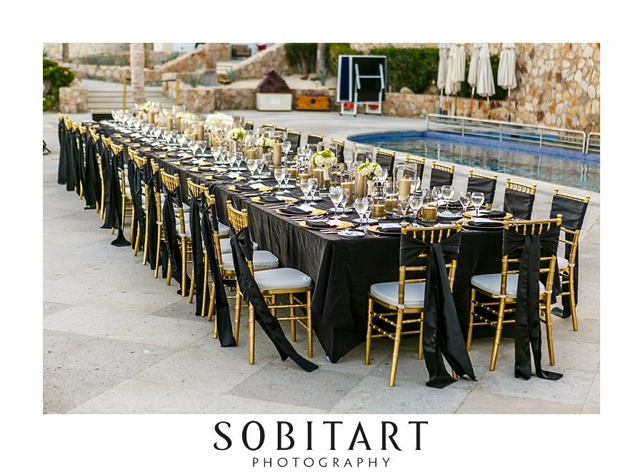 Long tables at Dreams Resort Los Cabos  for destination wedding. Gold and black wedding  decor. Haitiian wedding photography by Sobitart Photography
