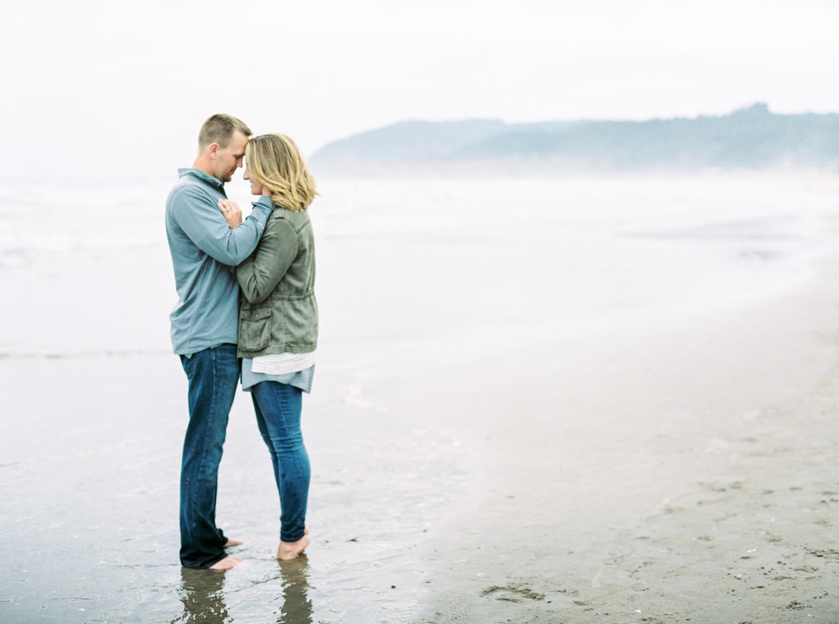 destination-engagement-wedding-photographer-nicole-detone-photography-canon-beach-oregon